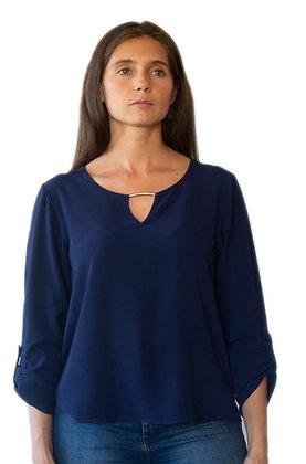 Blusa Azul con detalle metal dorado.