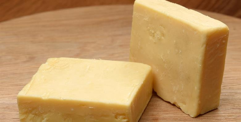 Mature cheddar cheese (500g)