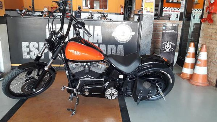 Blackline ,2012 / 2012 , preta e laranja, customizada com varios equipamentos e