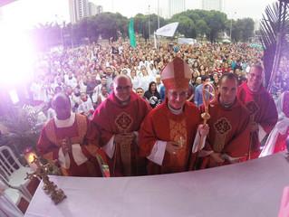 Cristo Vive! Jovens celebram vitória de Jesus no Domingo de Ramos