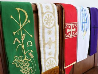 Saiba quais são as cores das vestes litúrgicas da Semana Santa e os significados