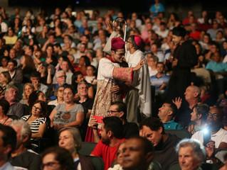 Em bela cerimônia, Diocese entrega Constituição Sinodal