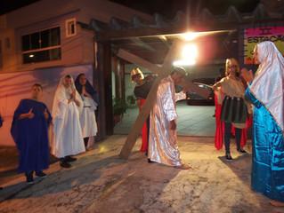 Via Sacra encenada nas ruas da comunidade (Procissão)