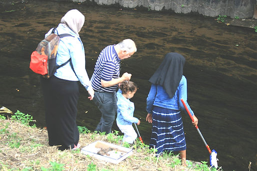 Family dipping for insects in the River Leen