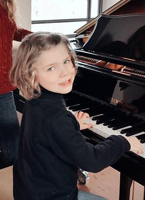 Maddox am Klavier 1.jpg