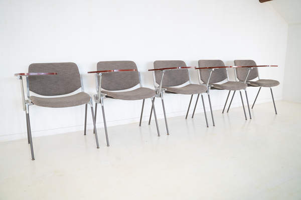 011_008-castelli-chair-with-writing-tabletop-117.jpg