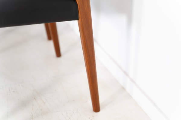 011_004-niels-otto-moller-chair-71-21jp