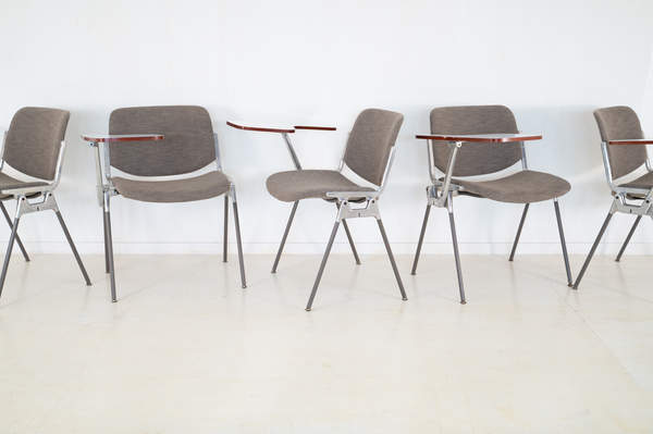 011_008-castelli-chair-with-writing-tabletop-090.jpg