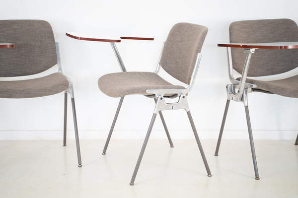011_008-castelli-chair-with-writing-tabletop-088.jpg