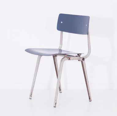 Folding revolt chair