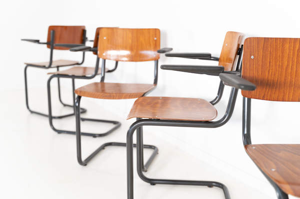 011_017-industrial-cantilever-chair-armr