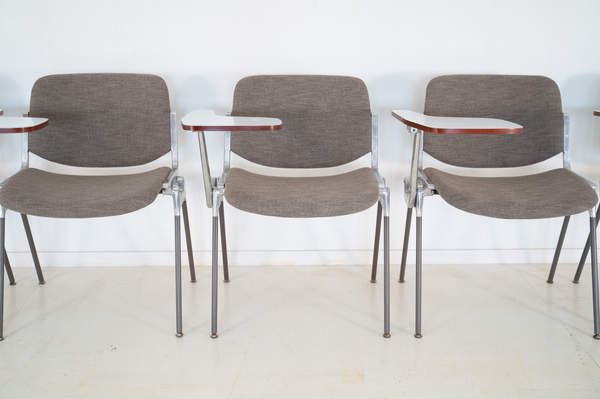 011_008-castelli-chair-with-writing-tabletop-102.jpg