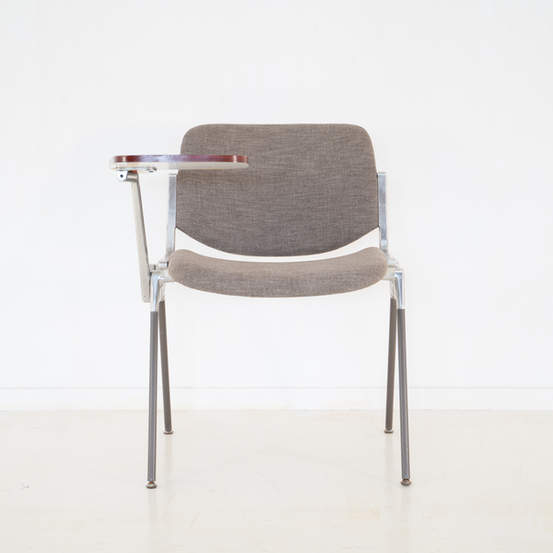 011_008-castelli-chair-with-writing-tabletop-126.jpg