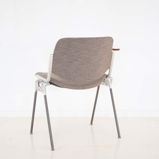 011_008-castelli-chair-with-writing-tabletop-123.jpg