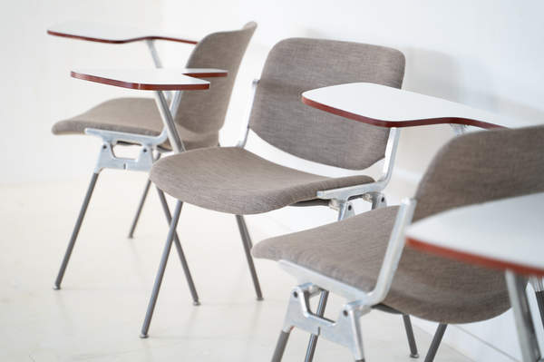 011_008-castelli-chair-with-writing-tabletop-079.jpg