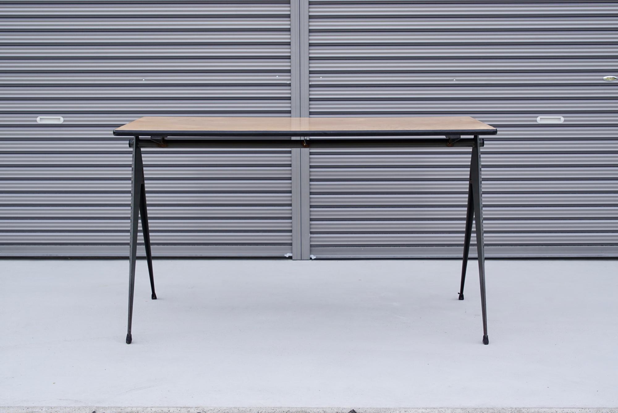 004_008A インダストリアル コンパステーブル - 2