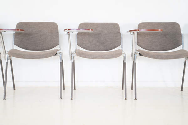 011_008-castelli-chair-with-writing-tabletop-119.jpg