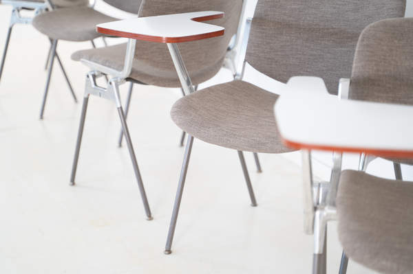 011_008-castelli-chair-with-writing-tabletop-081.jpg