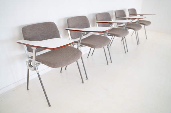 011_008-castelli-chair-with-writing-tabletop-114.jpg
