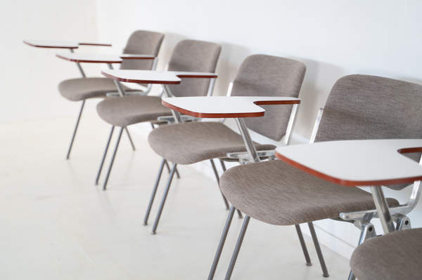 011_008-castelli-chair-with-writing-tabletop-096.jpg