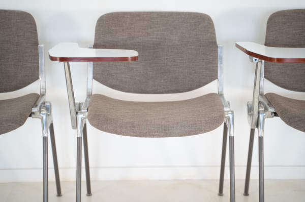 011_008-castelli-chair-with-writing-tabletop-101.jpg