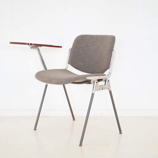 011_008-castelli-chair-with-writing-tabletop-125.jpg