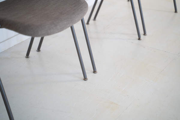 011_008-castelli-chair-with-writing-tabletop-104.jpg