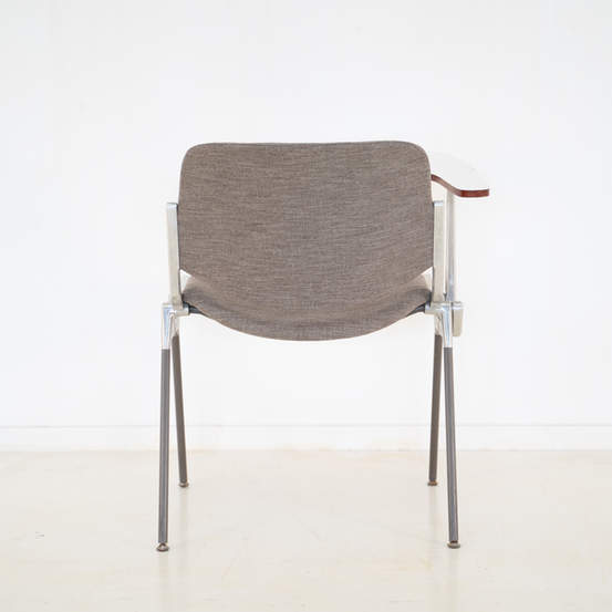 011_008-castelli-chair-with-writing-tabletop-122.jpg
