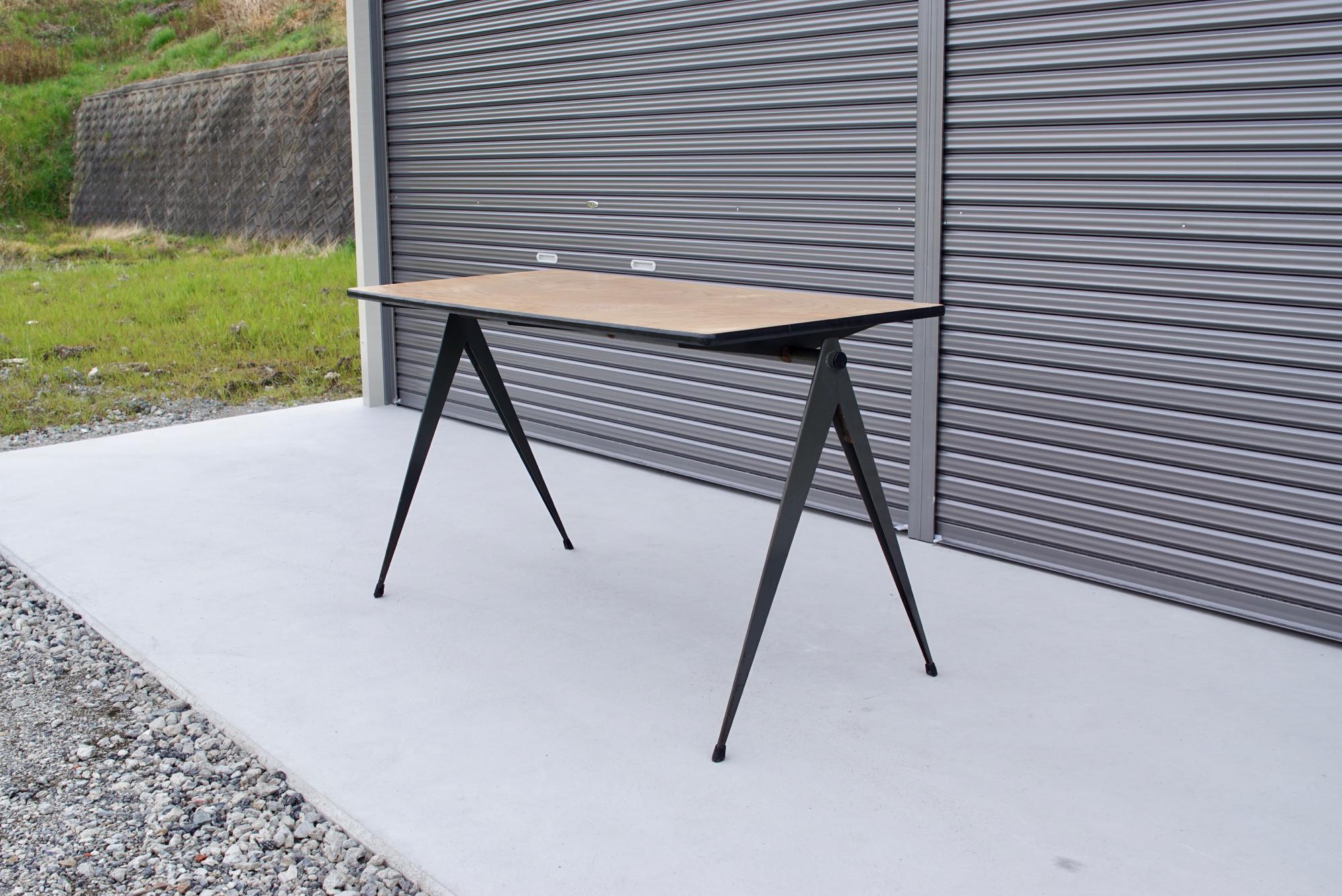 004_008A インダストリアル コンパステーブル - 3