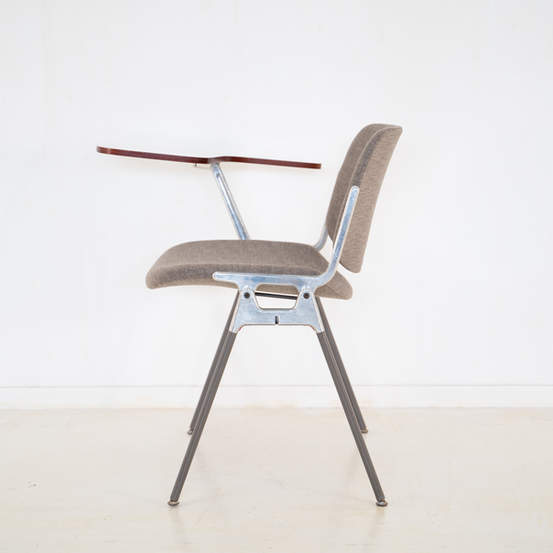 011_008-castelli-chair-with-writing-tabletop-124.jpg