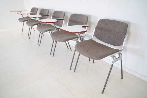 011_008-castelli-chair-with-writing-tabletop-098.jpg