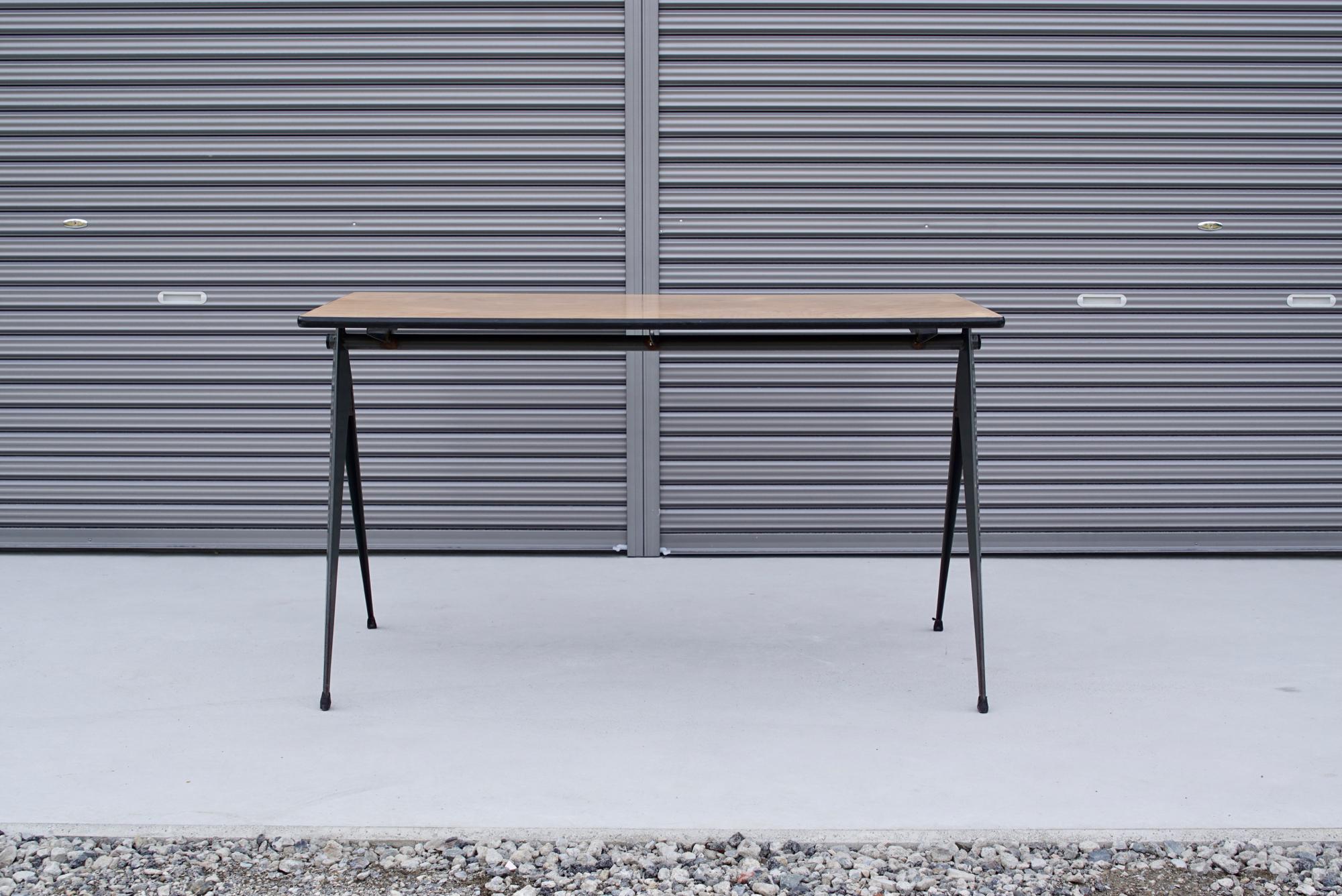 004_008A インダストリアル コンパステーブル - 1