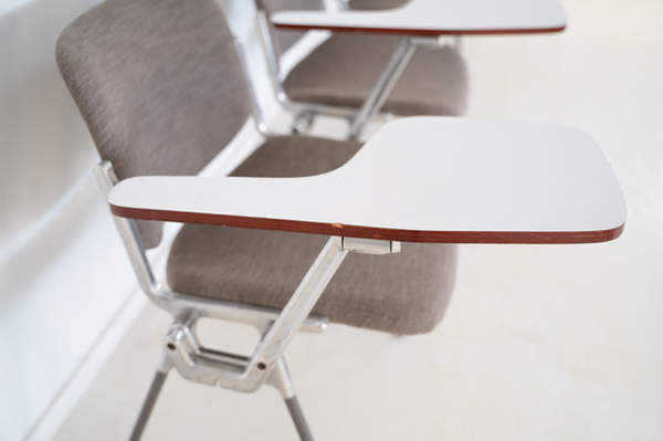 011_008-castelli-chair-with-writing-tabletop-112.jpg