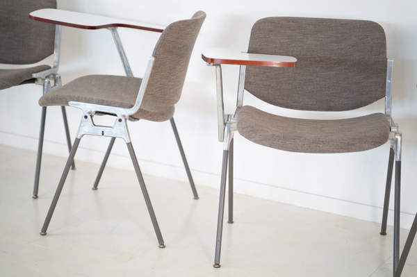 011_008-castelli-chair-with-writing-tabletop-083.jpg