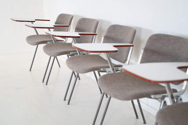 011_008-castelli-chair-with-writing-tabletop-097.jpg