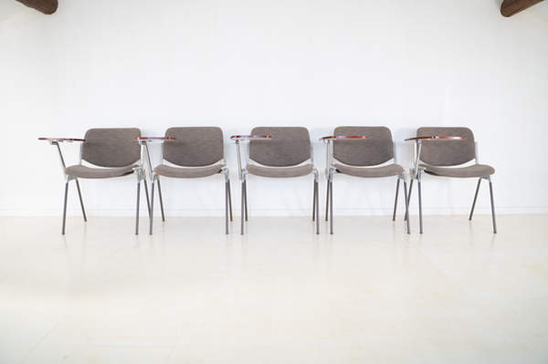 011_008-castelli-chair-with-writing-tabletop-121.jpg