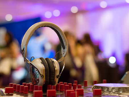 10 QUESTIONS TO ASK BEFORE BOOKING YOUR DJ