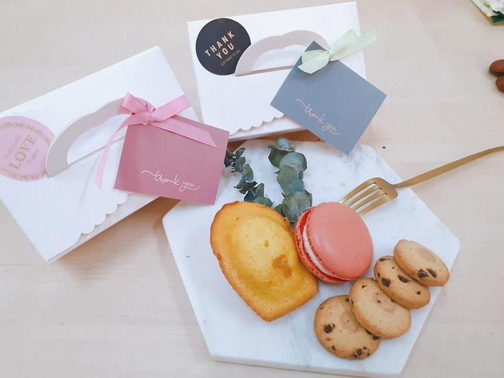 Triple Gift -빅 마카롱 & 마들렌 & 쿠키 구성입니다.
