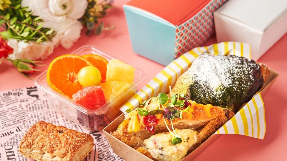 에그 크로와상 샌드위치 & 초코 크로와상 & 컵과일
