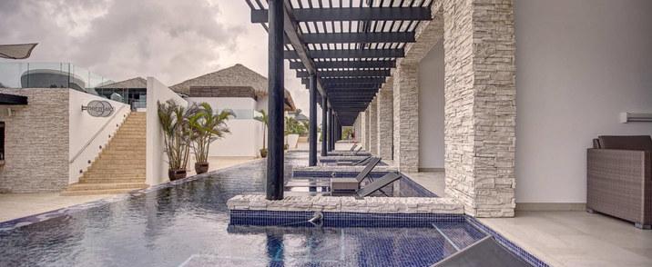 DC Luxury Jr Suite Swim Out