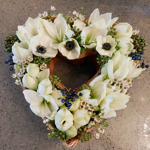 "Divalogical 100% biodegradable 10"" Heart-shaped Wreath (single)"