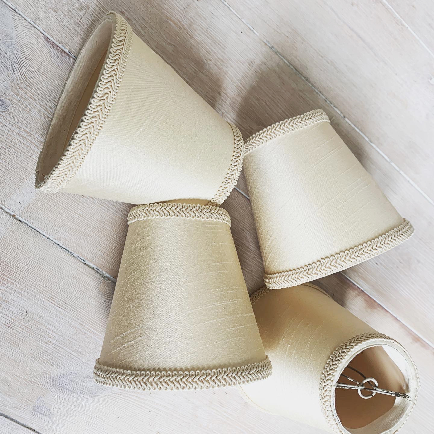 Clip style lampshades