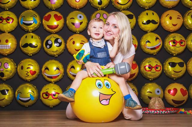 Mutter-Sohn-Emojis-Knipserei.jpg