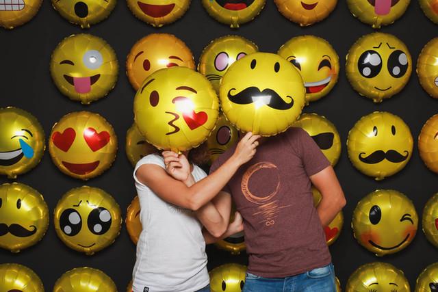 Paar-Emoji-Wand-Fotoshooting-Knipserei.j