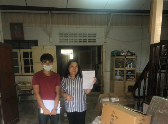 happy customer recieving shipement in bangkok
