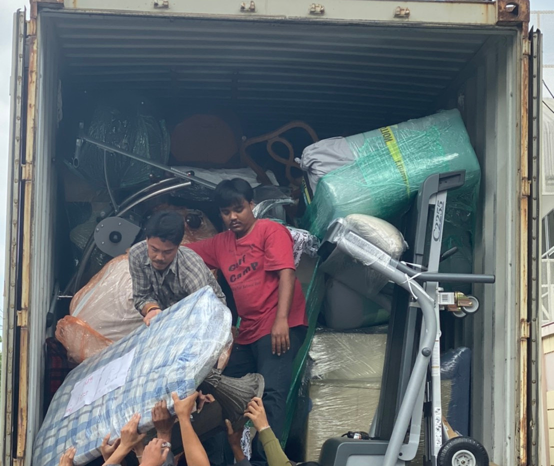 We keep our containers compact so nothing rolls around, this is in thailand we are unloading