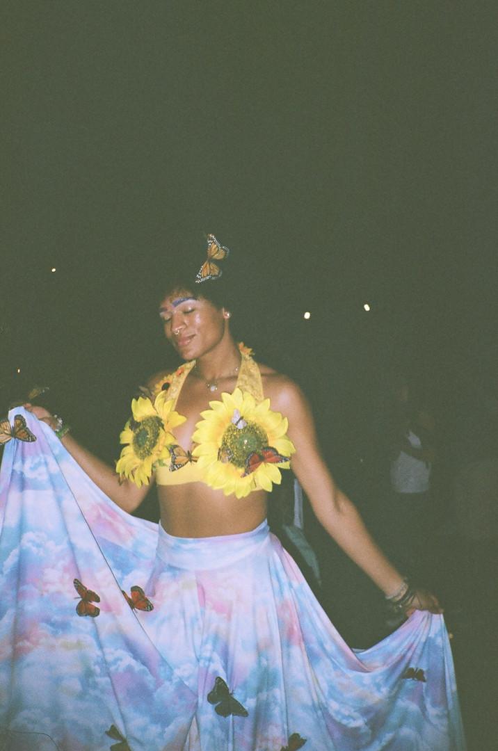 COOL RANDOM 13: FLOWER GIRL