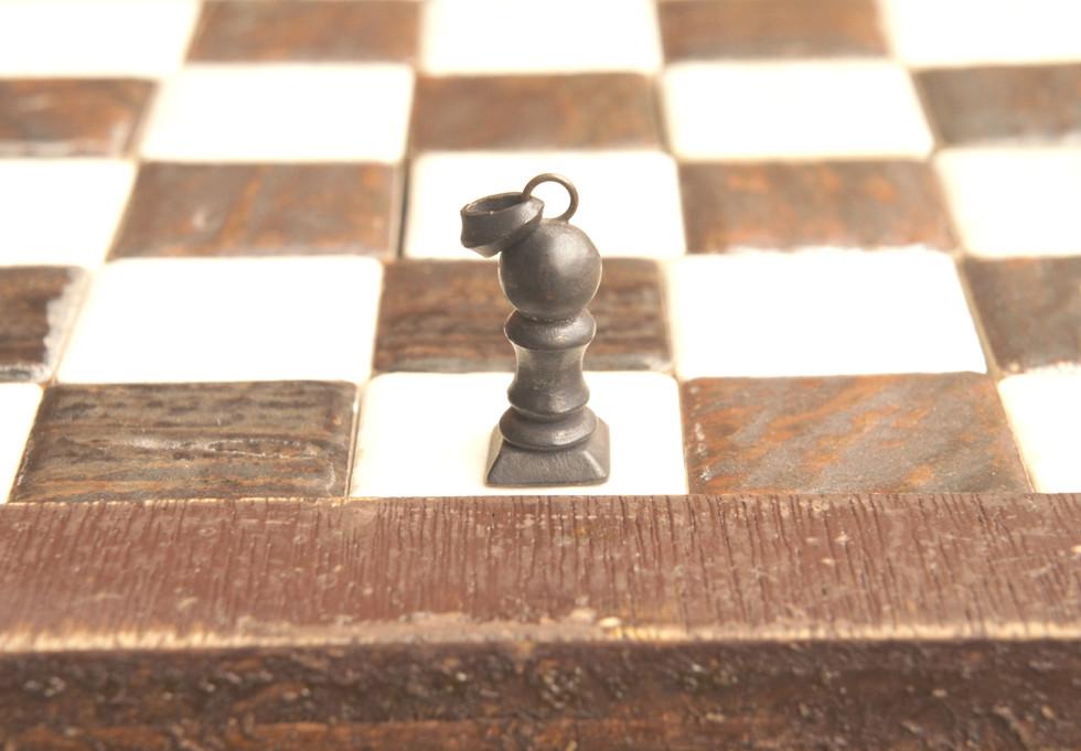 敵陣の最後のマスまで進むとどの駒にでも成れる事から「成長」の意味を持つ駒