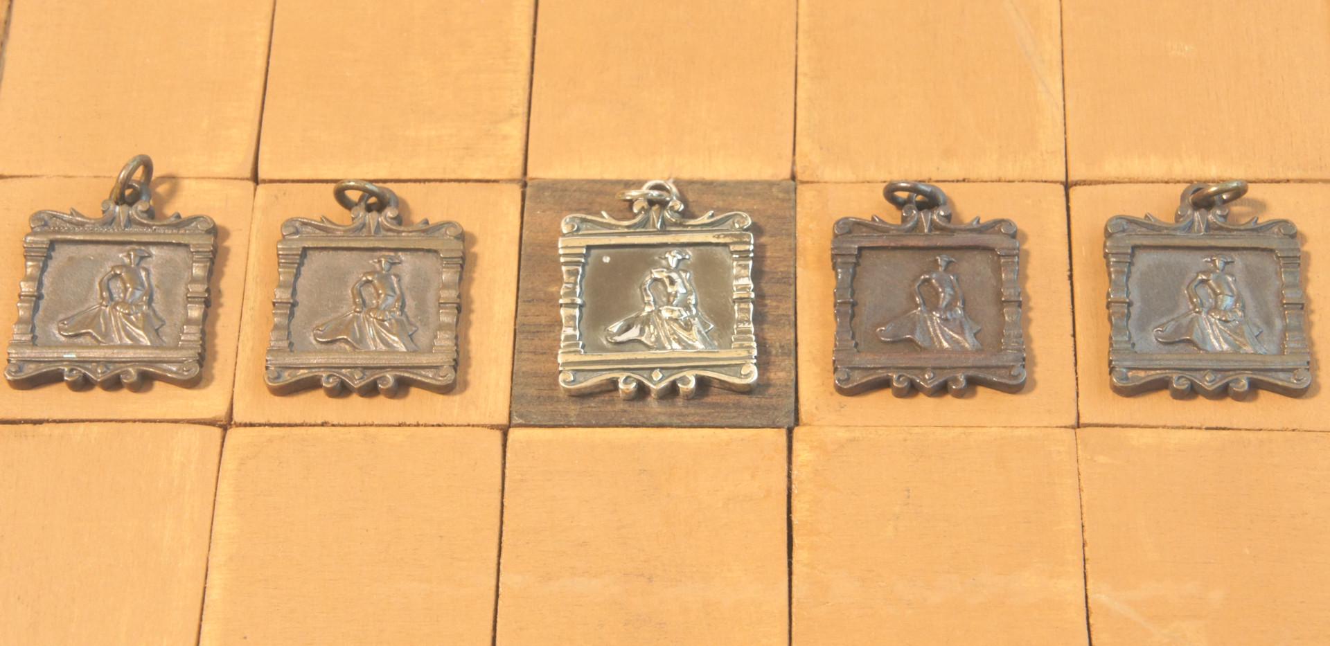駒は闘牛とマタドールのデザインになっている