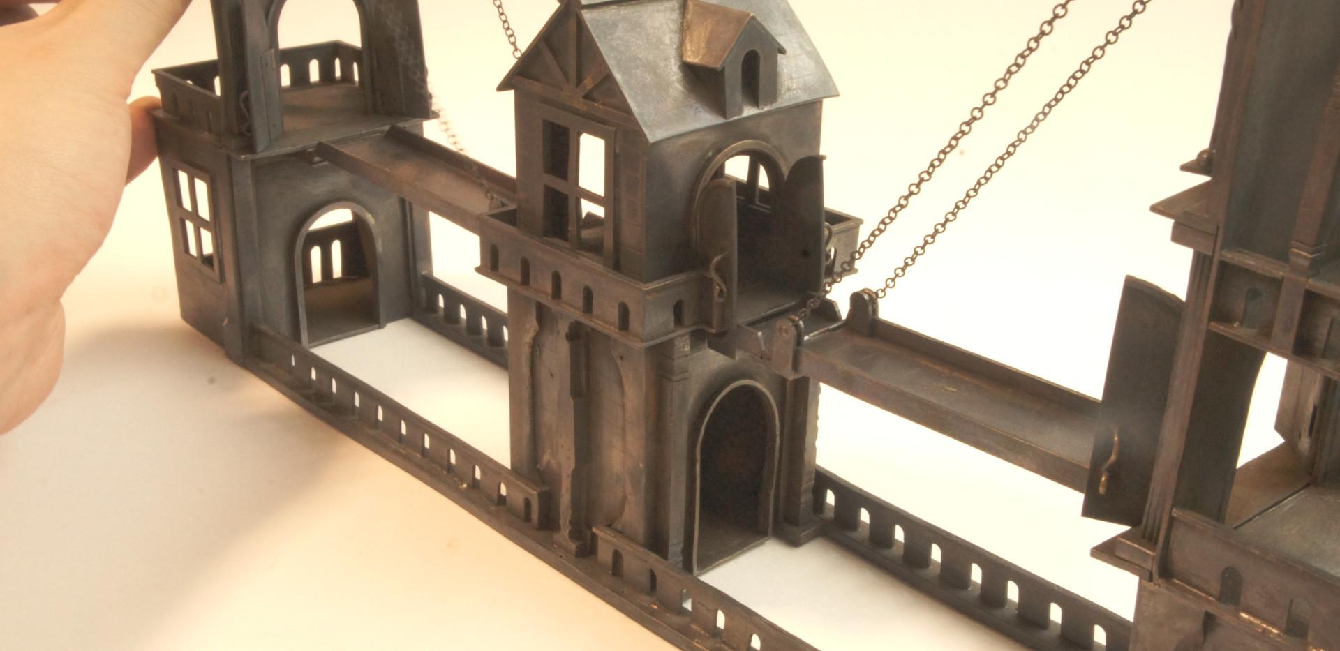 両方の跳ね橋を上げると3つの塔が繋がる